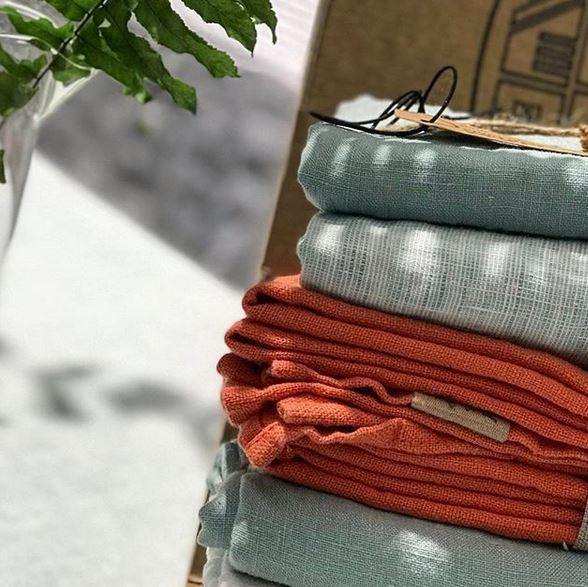 Chambray-Tischdecken-von-Lovely-Linen-b-gelfrei