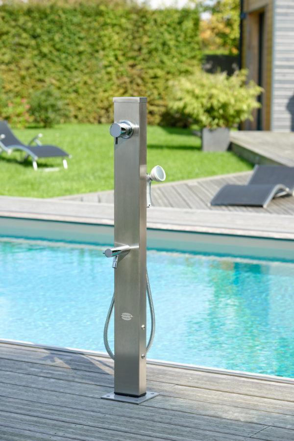 Edelstahldusche-mit-Warmwassermischer-und-Handbrause