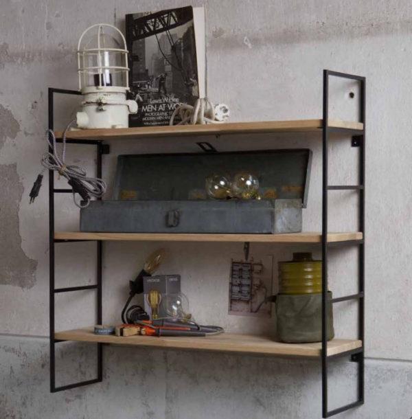 Garderoben-und-Wandregale-aus-Holz-und-Metall