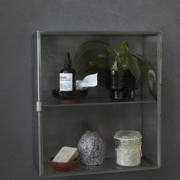 Glasschrank-im-Badezimmer-von-House-Doctor-in-klein4