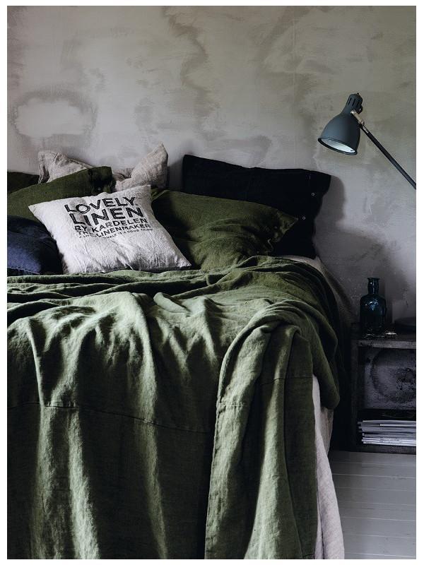 LovelyLinen-Bettw-sche-auf-dem-Bett-in-jeep-green-Abmessungen-155x220