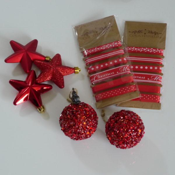 Rote-Sterne-Kugeln-Geschenkband