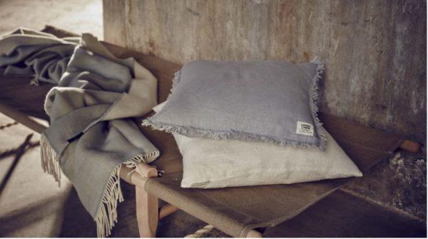 Wolldecke-Comfy-von-Lovely-Linen-in-Harmony-mit-Kissen
