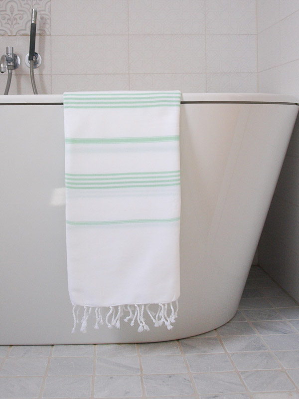 fresh-green-stripe-P3244445-badkamer-MM-889