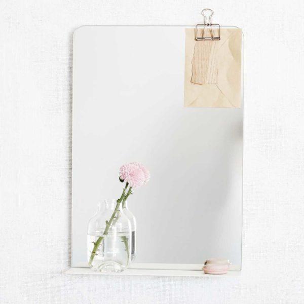 house-doctor-spiegel-room-weiss-mit-deko