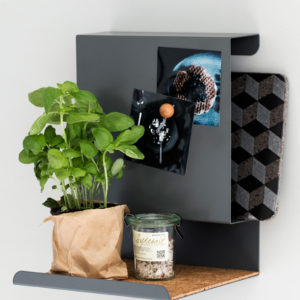 Lieferumfang: Ein Wand-Board, Abmessungen, z.B. Wandregal Big:Ledge, 250 x 330 x 230 mm, keine Dekoration im Lieferumfang, Material: Metal