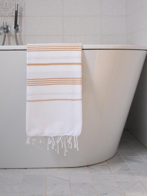 ocher-stripe-P3244435-badkamer-MM-768